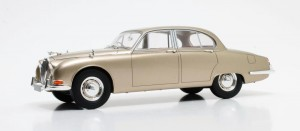Jaguar S-Type 1965 (gold metallic)